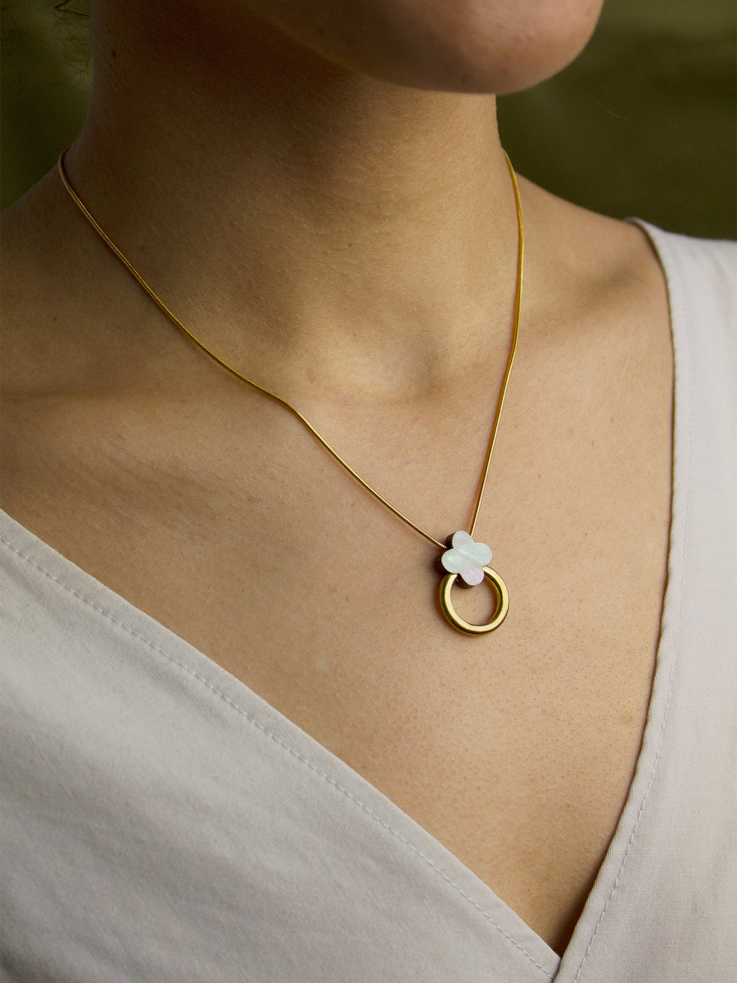 Elsa Necklace in Mother of Pearl