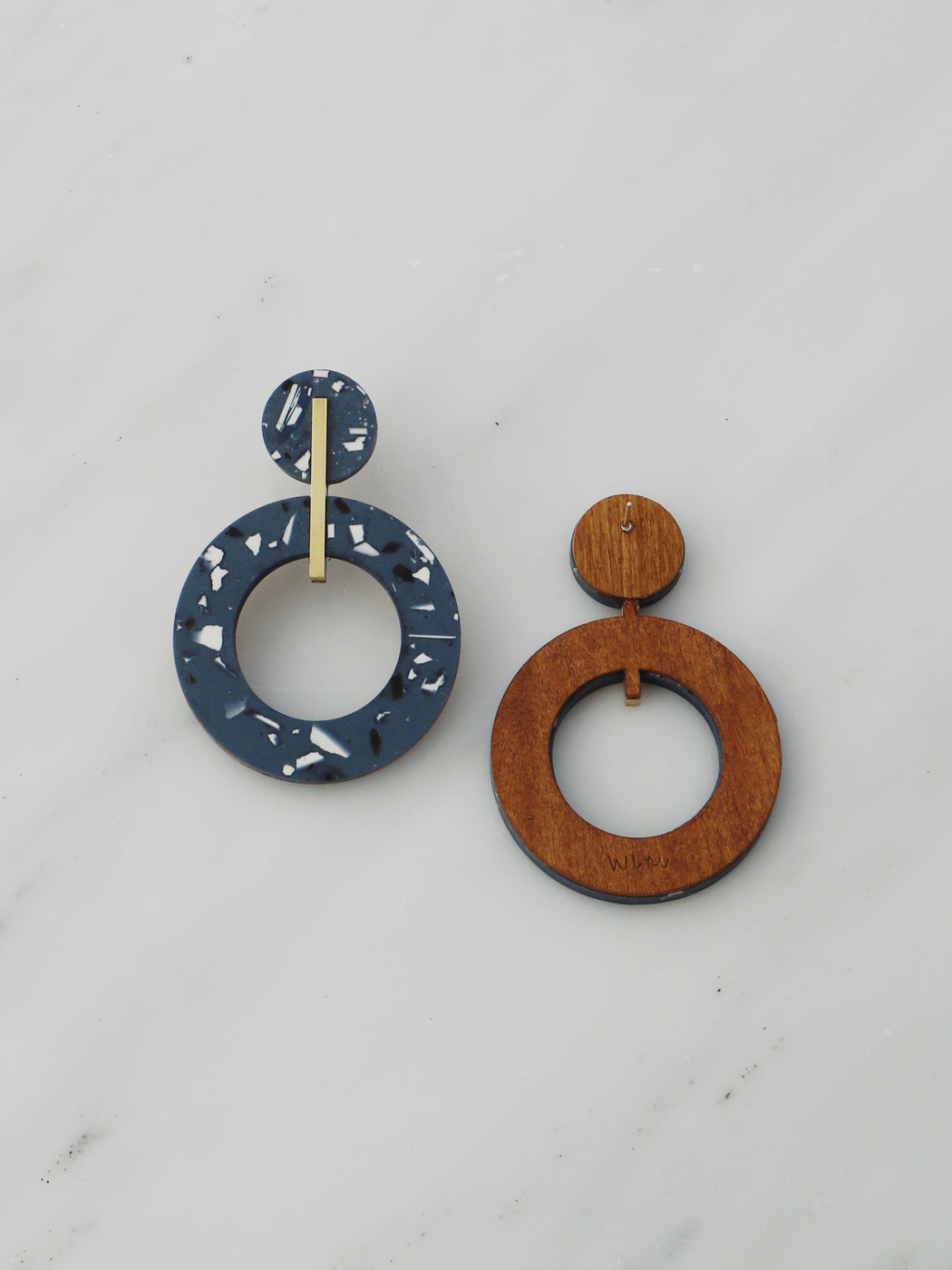 Oda Earrings in Dark Blue Jesmonite