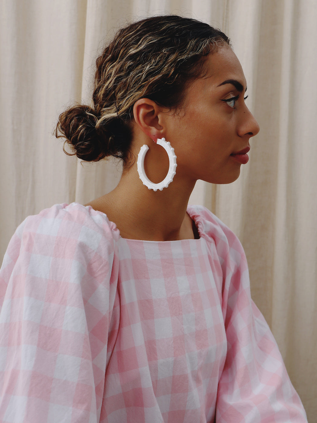 Olivia Hoops in White