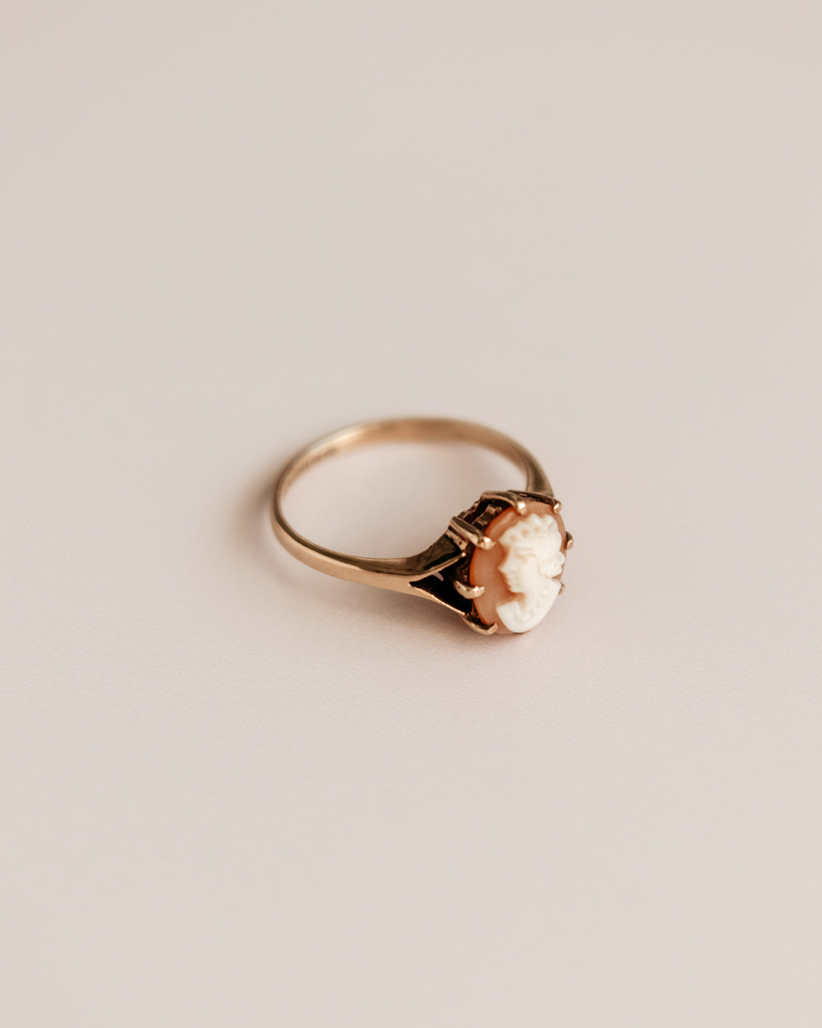 Cora Exclusive Vintage 9ct Gold Cameo Ring
