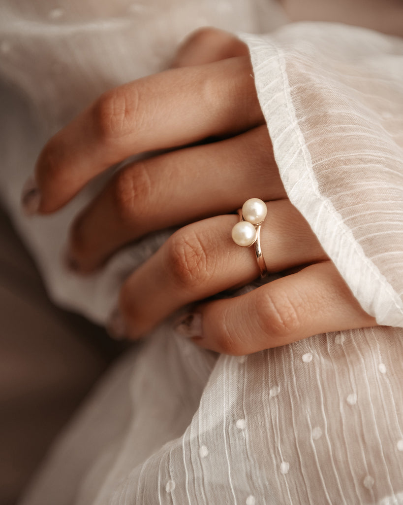 Astrid 9ct Gold Pearl Crossover Ring