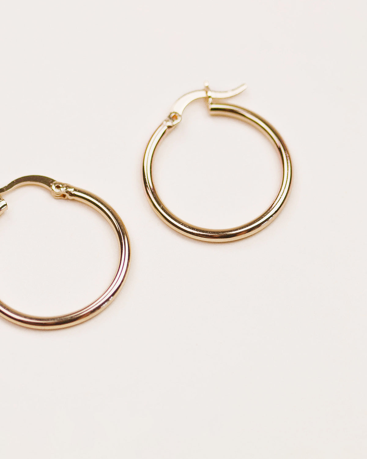 Image of Hilda Simple Hoop Earrings - Maxi