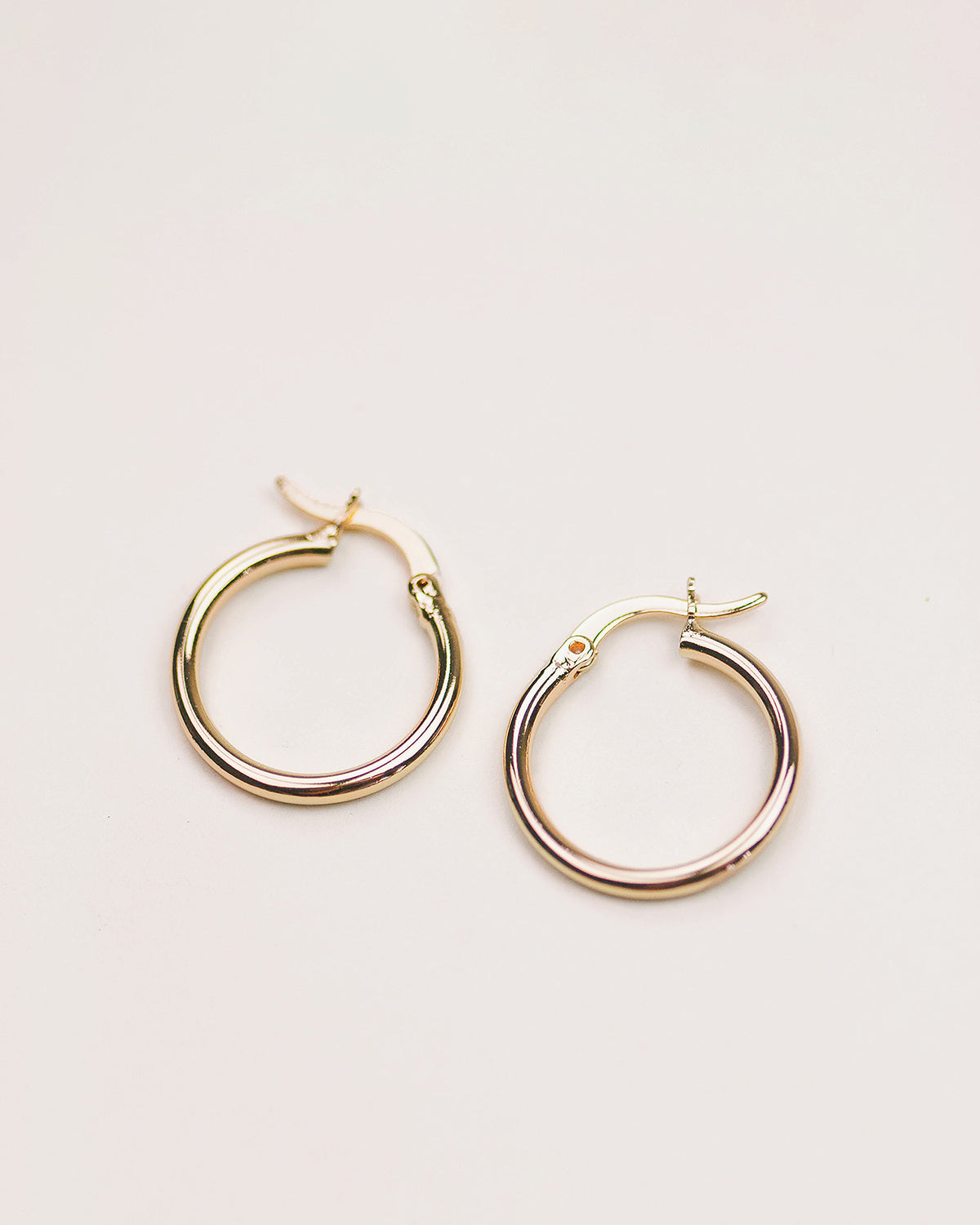 Image of Hilda Simple Hoop Earrings - Midi