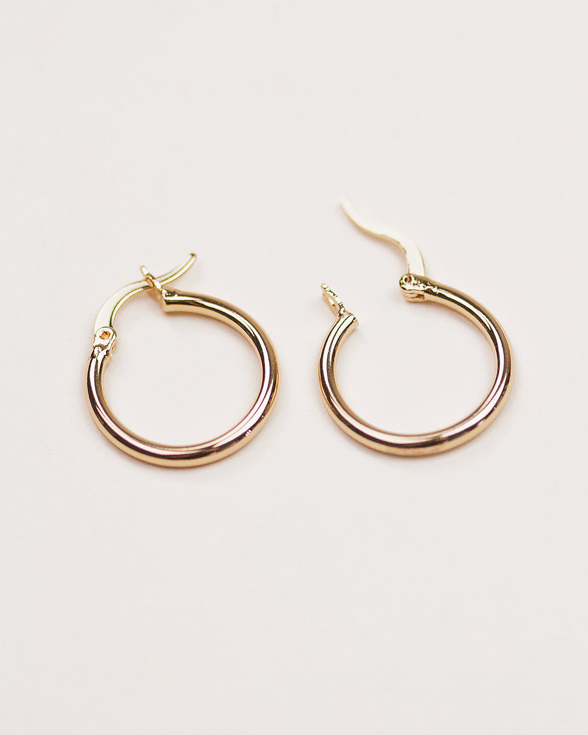 Hilda Simple Hoop Earrings - Midi