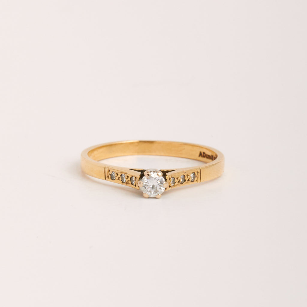 Image of Perla Exclusive Vintage 9ct Gold Diamond Ring