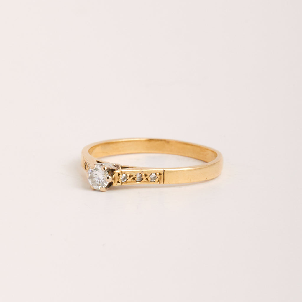 Perla Exclusive Vintage 9ct Gold Diamond Ring