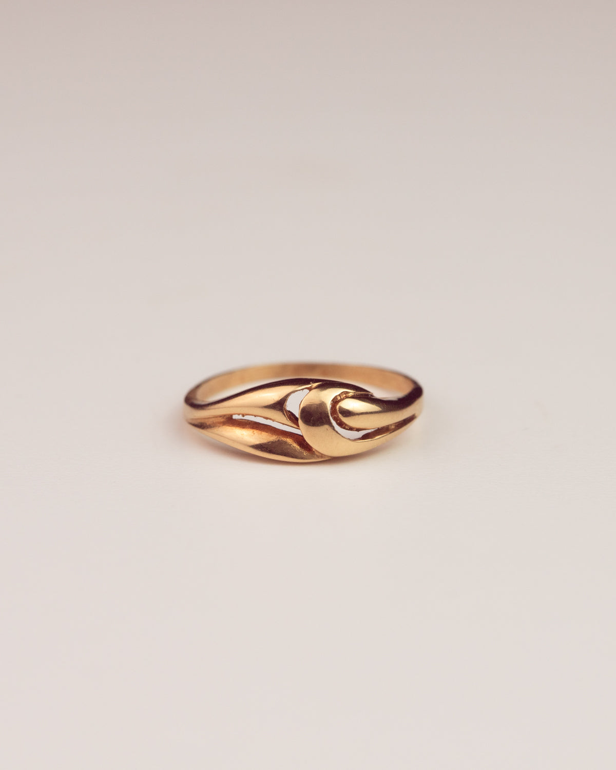 Image of Honora Exclusive Vintage 18ct Gold Swirl Openwork Ring