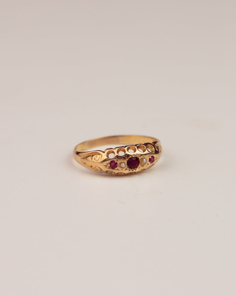 Camilla Exclusive Vintage 18ct Gold Garnet Ruby & Pearl Ring