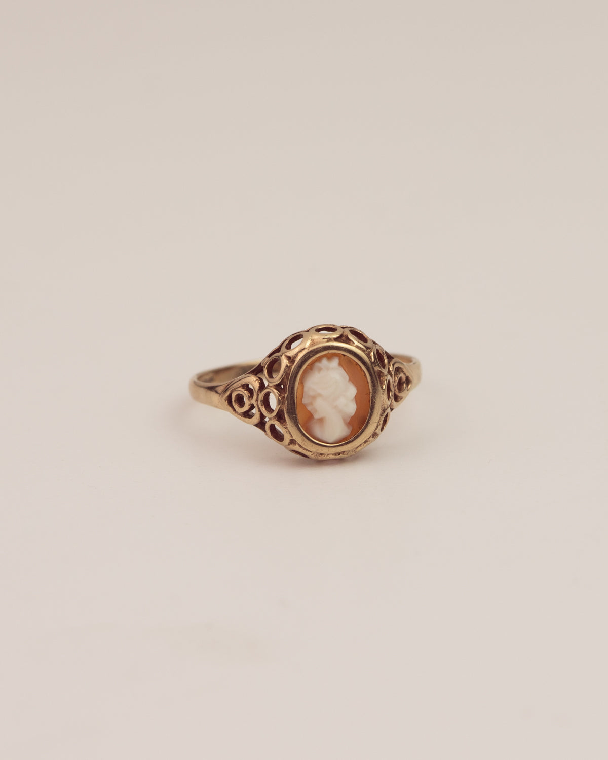 Mabel Exclusive Vintage 9ct Gold Cameo Ring