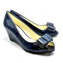 Load image into Gallery viewer, Bow Toe low wedge heel court shoes