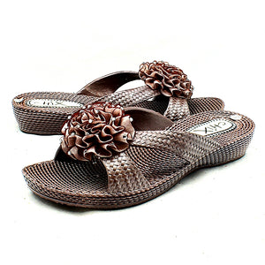 Brown rubber sandals with rosette front