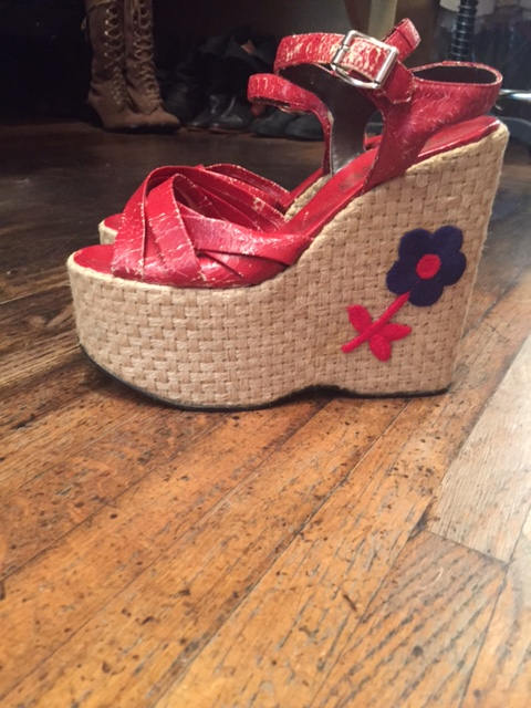 70s RAFFIA PLATFORMS flower applique wedges shoes heels vintage 1970s 7.5