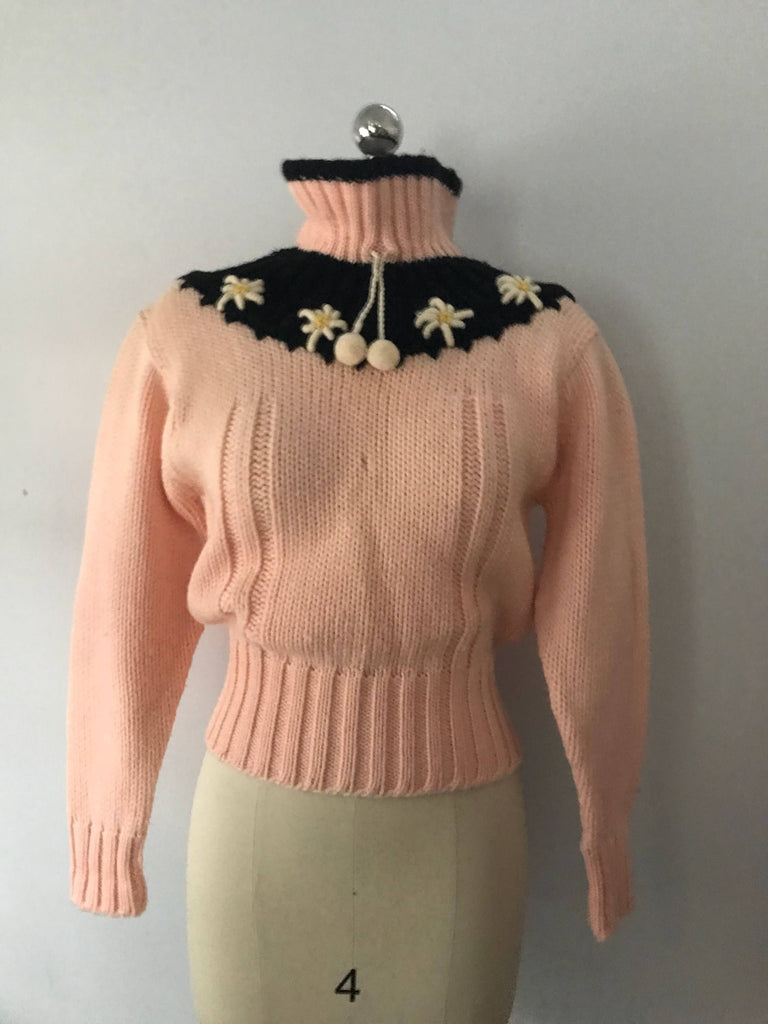 50s DAISY TRIM American sportswear baby pink & black SWEATER top adorable 1950s vintage
