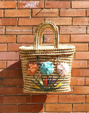 Load image into Gallery viewer, Vintage Boho Straw Bag with Flowers