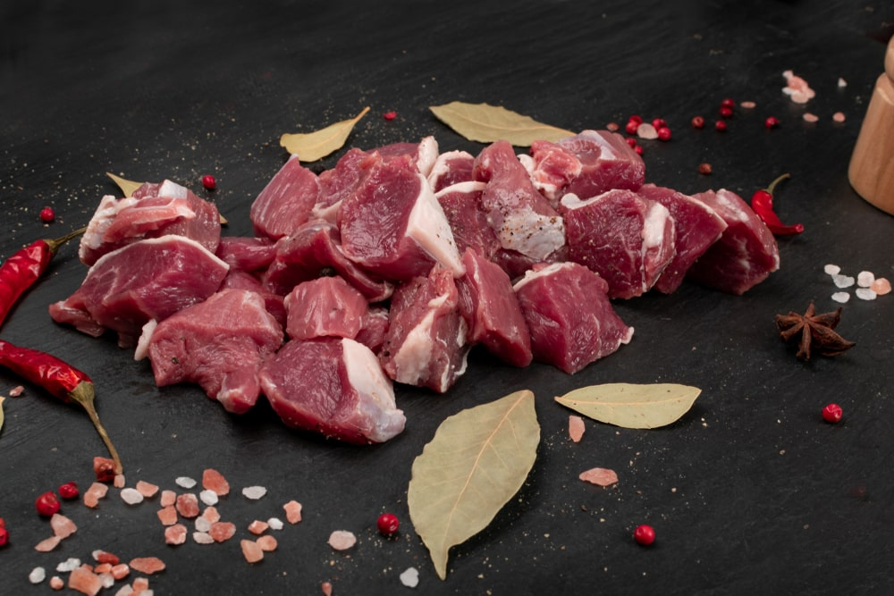 Diced Mutton Shoulder With Bone (1Kg)