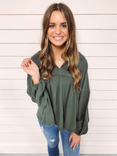 Load image into Gallery viewer, Madison Woven Top - Hunter Green