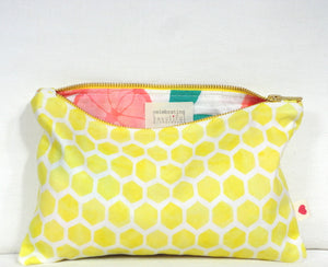 Honey Flower Getaway Bag