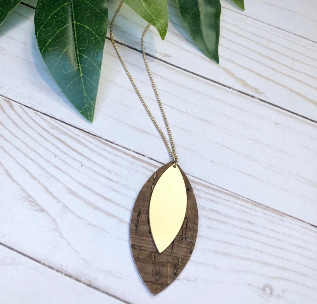 'Elegance Never Fades' Necklace - Chestnut