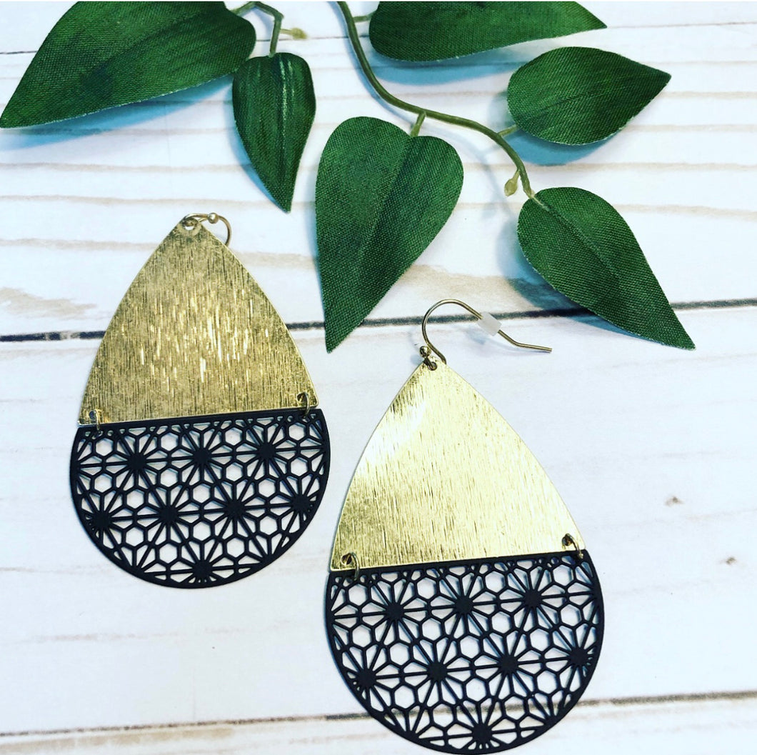 'That's so 70s' Floral Earring  - Black