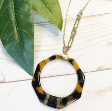 Load image into Gallery viewer, Geometric Tortoise Necklace