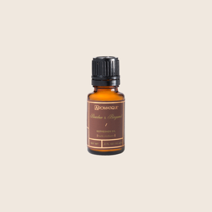 Bourbon & Bergamot Refresher Oil is designed to refresh your Decorative Fragrance year-round. The highly concentrated oil quickly absorbs into the wood chips and fills any space with bold citrus softened with cashmere musk and hints of bourbon.