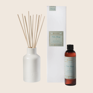 The Cotton Ginseng Reed Diffuser set allows for the continuous release of fragrance over months at a time. Filled with the relaxing fragrance of freshly picked cotton blended with jasmine, eucalyptus, and lavender florals - this reed diffuser is the perfect no-flame, fragrant accent to your favorite space.