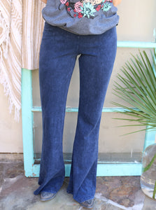 Bellbottoms in Dark Wash