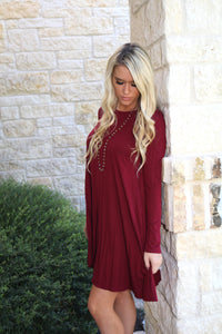 Sight Seeing Shift Dress in Burgundy