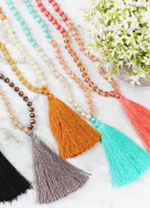 FRINGE TASSEL PENDANT WITH GLASS BEADS NECKLACE