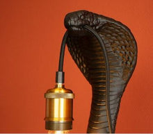 "Charger l'image dans la galerie, Lampe de table Serpent ""Cleo"""