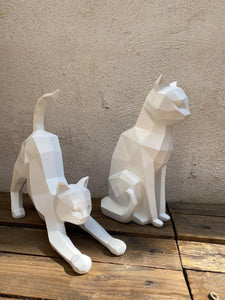 Statue origami Chat mat blanc qui s'étire