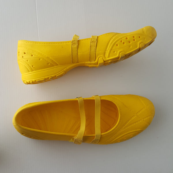 Yellow No Boundaries rubber plastic strappy flats - size 8.5