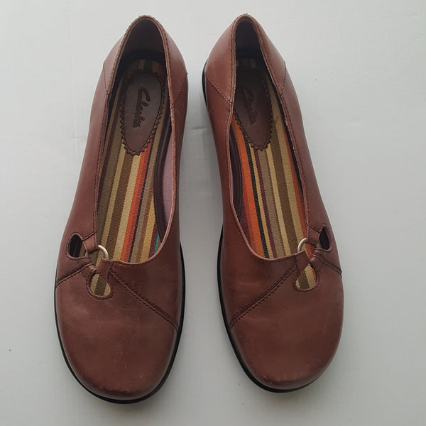 CLARKS plum leather flats with striped insoles - size 10M