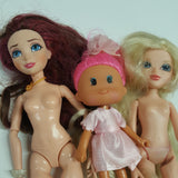 Group of Dolls Moxie Girl  (D03-15)