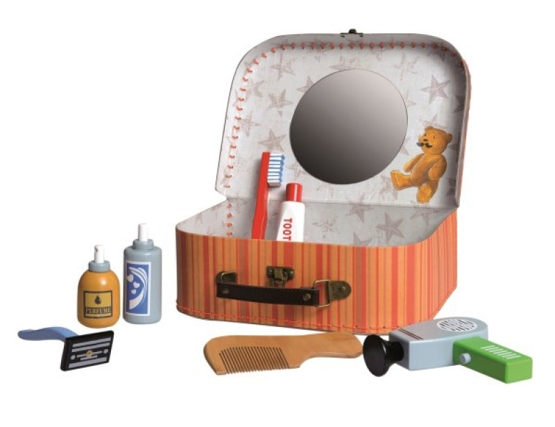 A lovely suitcase full of shaving and toiletry utensils. Almost every little boy dreams to do as daddy, to shave as his father does. With this shaving set packed in the case he can experiment at hearts wish. Fun guaranteed. Mirror included in case. 25 cm x 18 cm x 8 cm Recommended age 3+