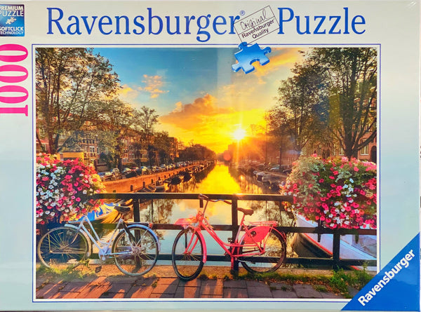 Ideal sizes, piece counts and images for all ages. A beautiful puzzle featuring Amsterdam. Puzzle sizes 70 x 50 cm Recommended age 8 + Made from recycled board