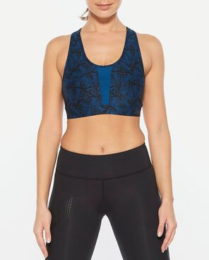 2xu perform crop butterfly effect front view on woman,, 2xu sports bra, womens sports bra, womens sports crop, pose fit