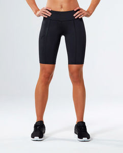 2xu mid-rise compression cycling shorts in black front view, cycling shorts, biker shorts, 2xu compression shorts, 2xu shorts, mid rise shorts, pose fit