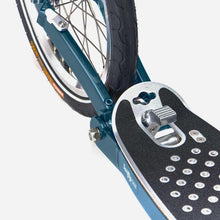 Load image into Gallery viewer, Swifty Scooters SwiftyONE MK3 - back wheel and fold clip pedal close up - atlantic blue -- Pose Fit