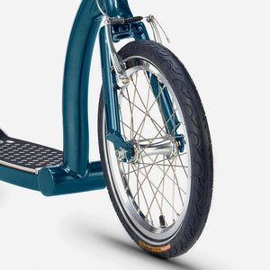 Swifty Scooters, SwiftyONE MK3, front wheel close up Atlantic Blue colour. Pose Fit