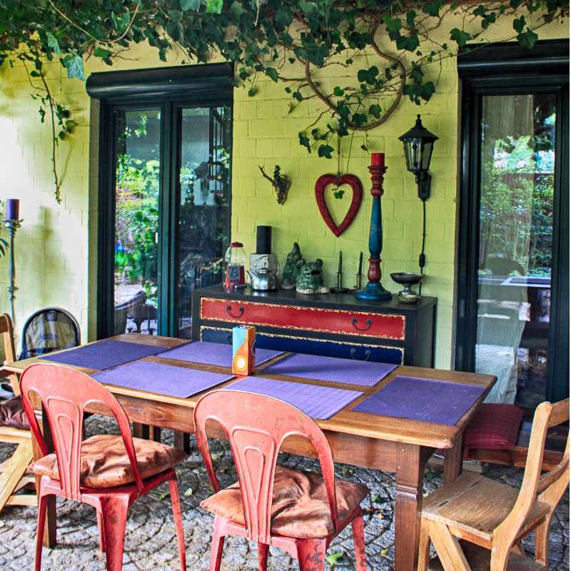 backyard inspo dining table eating area