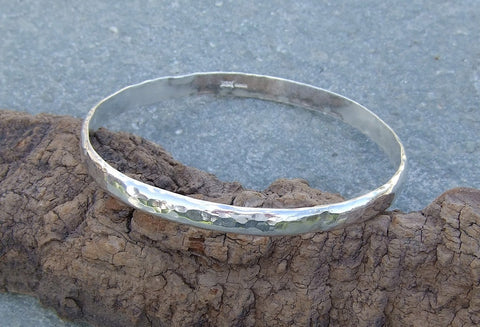 D shaped bangle