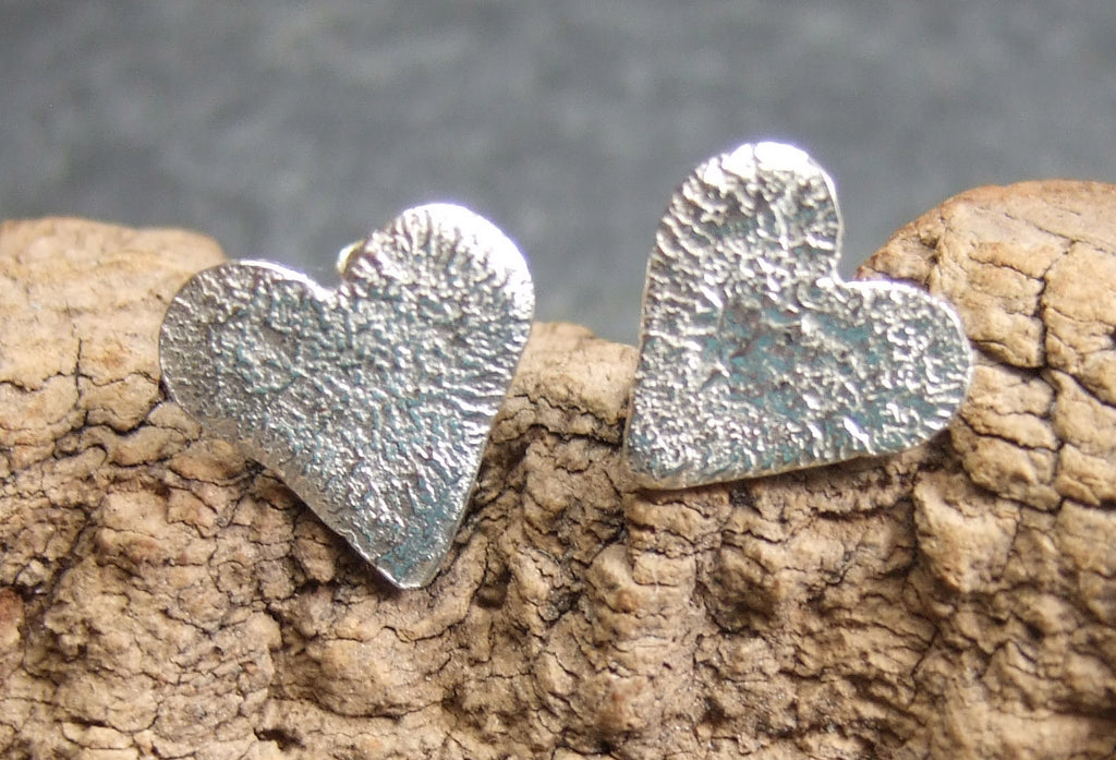 Reticulated heart studs