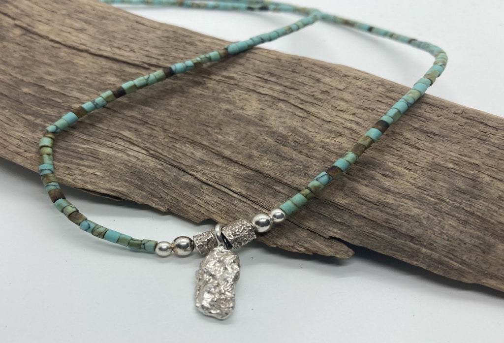 Turquoise necklace with a pendant