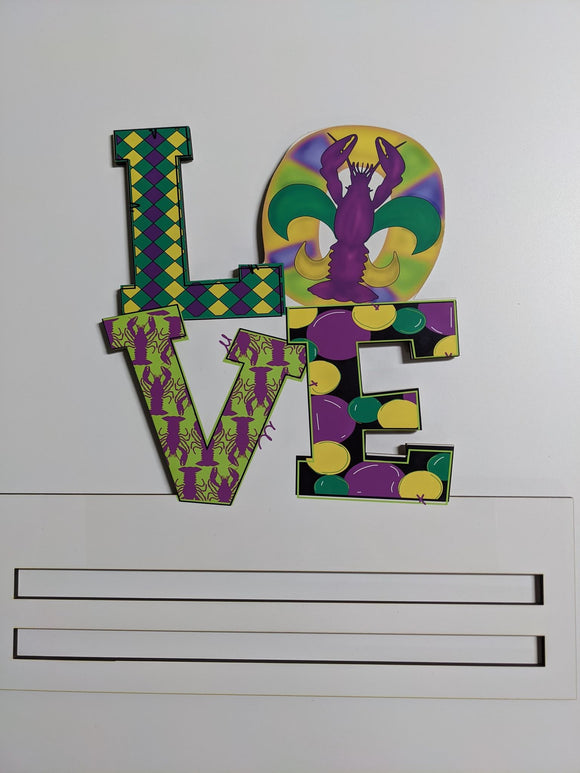 Mardi Gras Love Wreath Rail