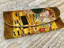 Load image into Gallery viewer, Velour glasses case the kiss Klimt