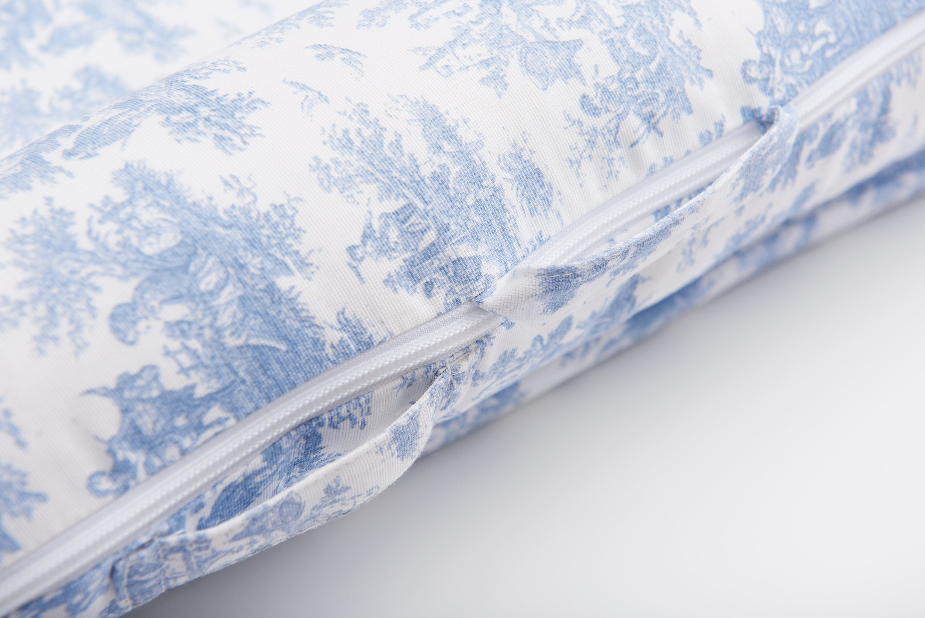 DockATot Deluxe+ Cover - Toile de Jouy Dusty Blue - Project Nursery