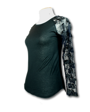 Load image into Gallery viewer, Ruby Hana Lace Sleeve Top - Size 6