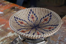 Load image into Gallery viewer, Maple Basket Illusion Bowl Leaf Pattern