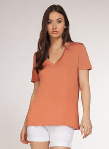 SHORT-SLEEVED V-NECK TEE - LIGHT CORAL
